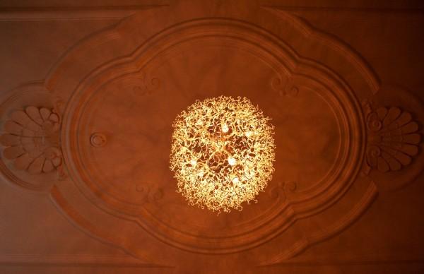 Mooi schaduwspel op het plafond