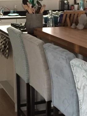 Barstoelen Raphael Interiors DMF, stoffen Designers Guild